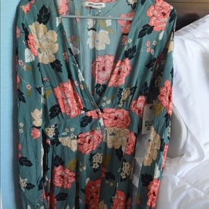 Billabong long sleeve floral dress // size medium